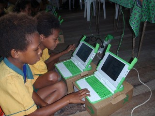 Niños de Papúa Nueva Guinea. Foto: One Laptop per Child.